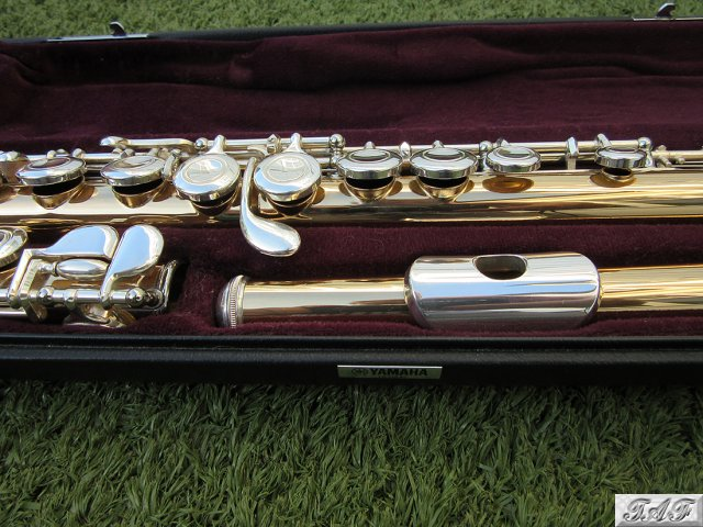 Yamaha yfl 411 slgb flute item mi 100724 for sale on for Yamaha yfl225s flute sale