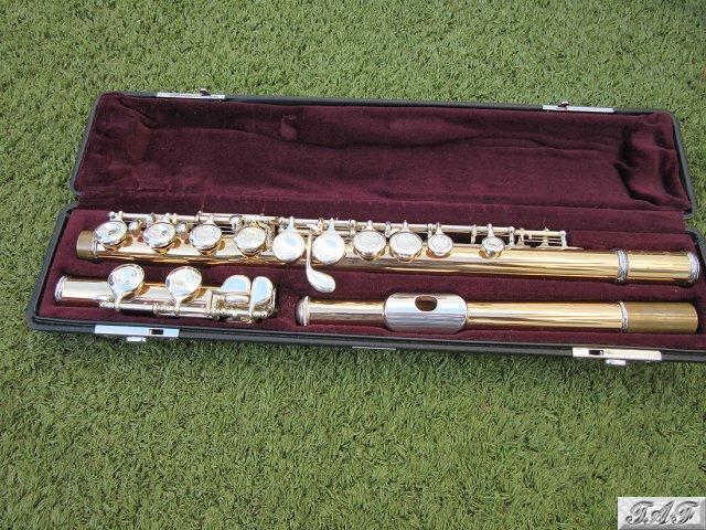 Yamaha yfl 411 slgb flute item mi 100724 for sale on for Piccolo prices yamaha